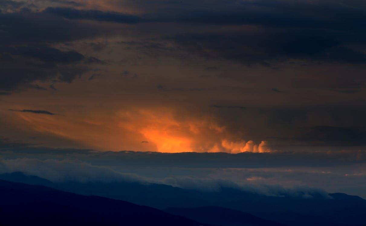 Захід сонця, море хмар, Природа