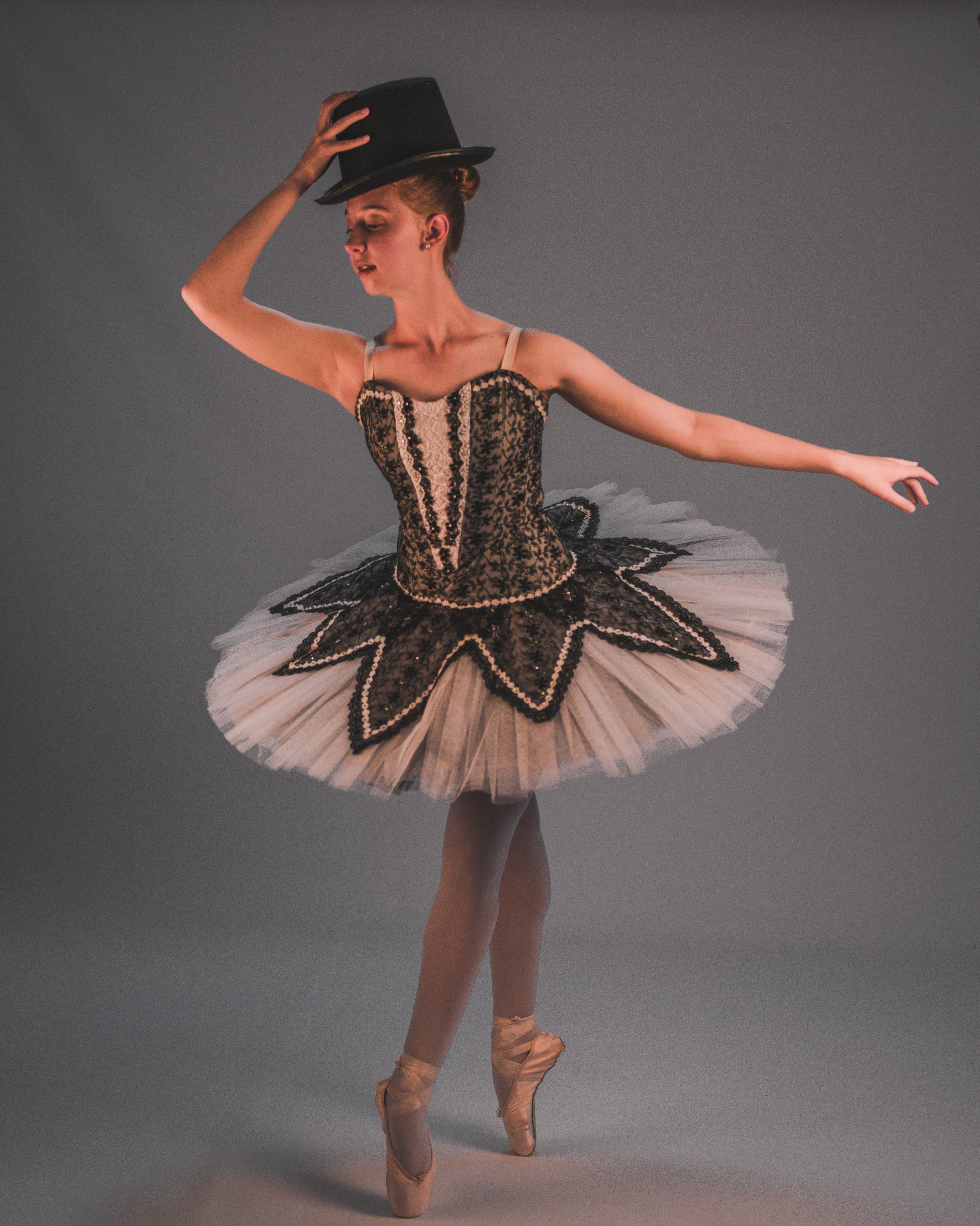 aşındırmak, bale ayakkabıları, balerin, bayan içeren Ücretsiz stok fotoğraf
