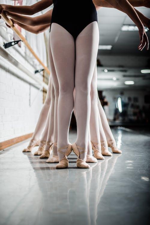 Gratis stockfoto met balletdanser, balletles, balletschoenen, binnen