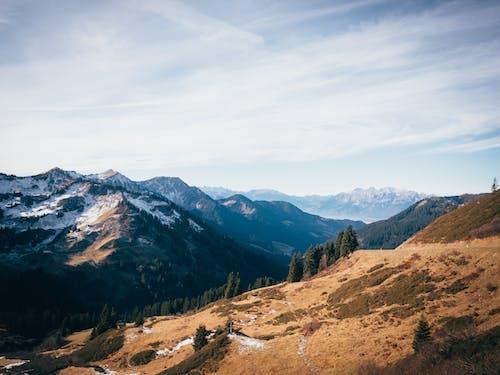 Foto profissional grátis de cênico, céu, luz do dia, montanhas