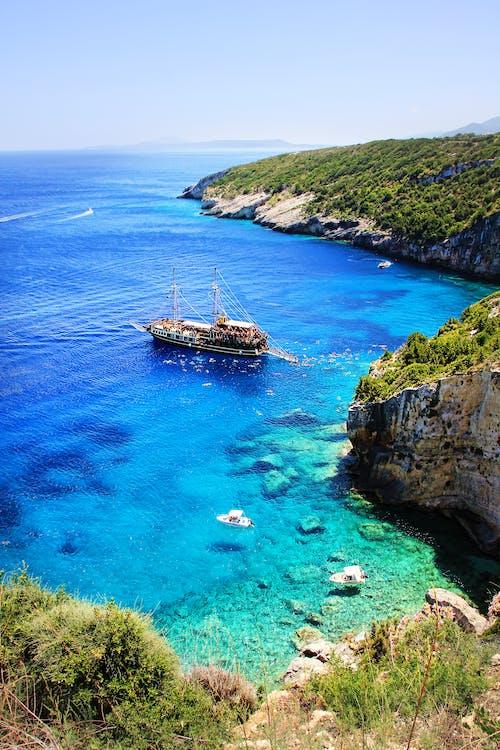 Photos gratuites de bateau, bord de mer, cailloux, côte