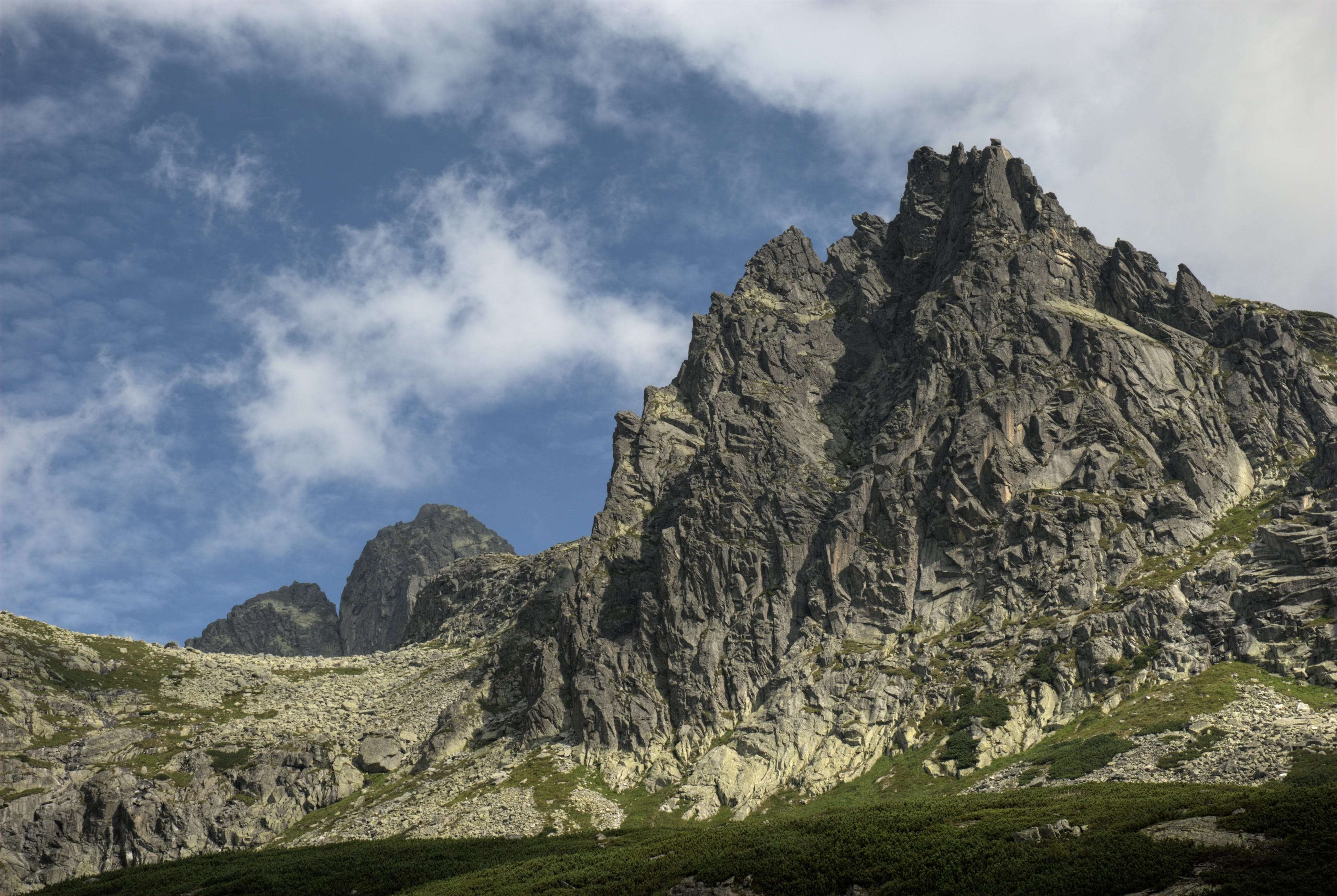 Gratis lagerfoto af bjerge, bjergtinde, bjergtop, blå himmel