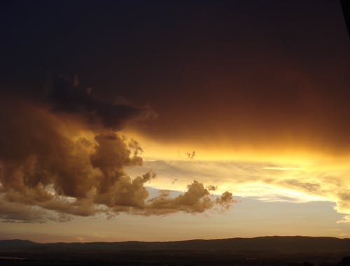 altın saat, arkadan aydınlatılmış, bulutlar, bulutlu içeren Ücretsiz stok fotoğraf