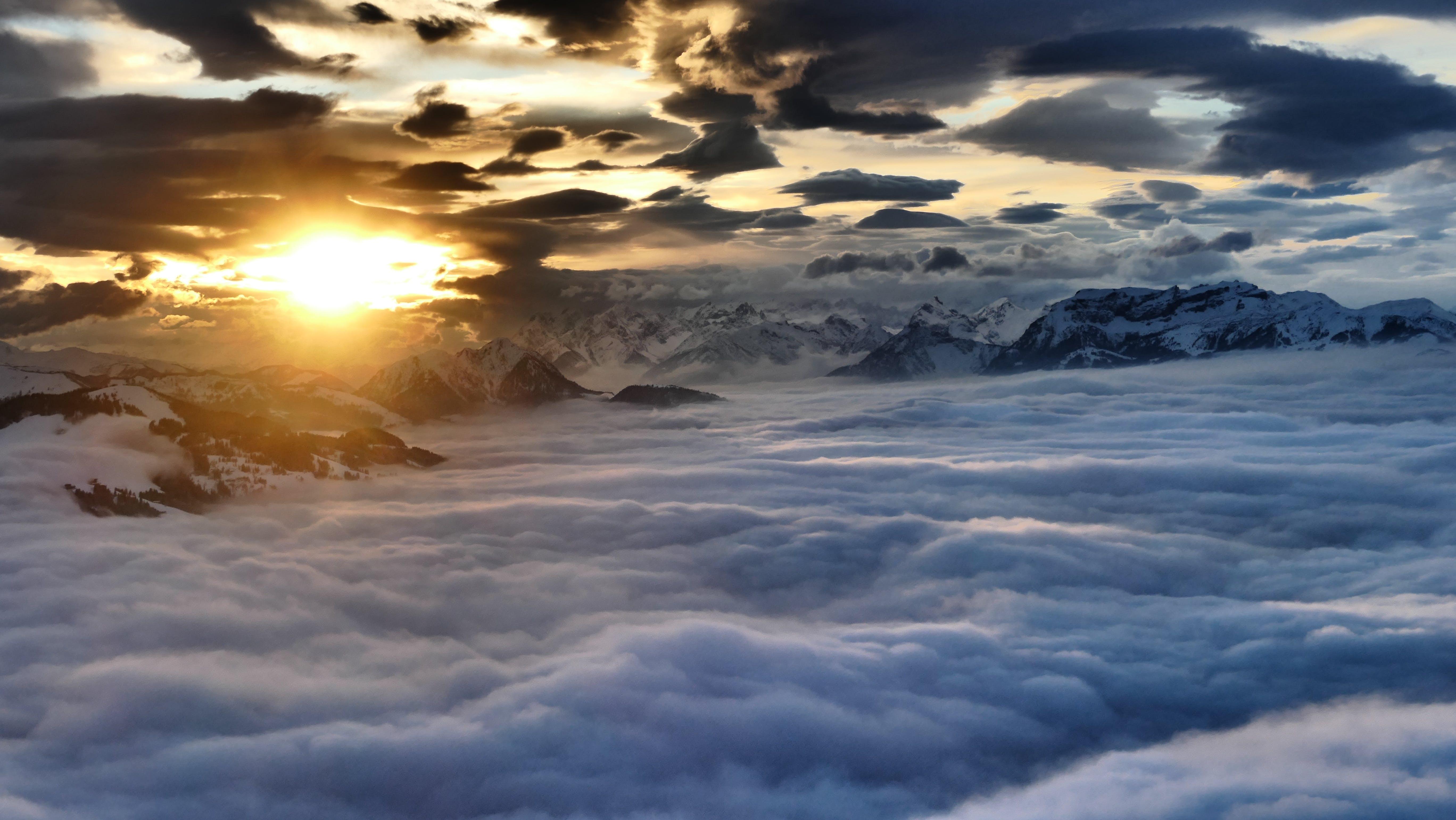 Ingyenes stockfotó felhőtenger, hajnal, hegyek, hegylánc témában