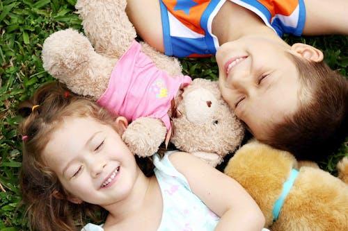 Gratis lagerfoto af bror og søstre, børn, familie, sibbling