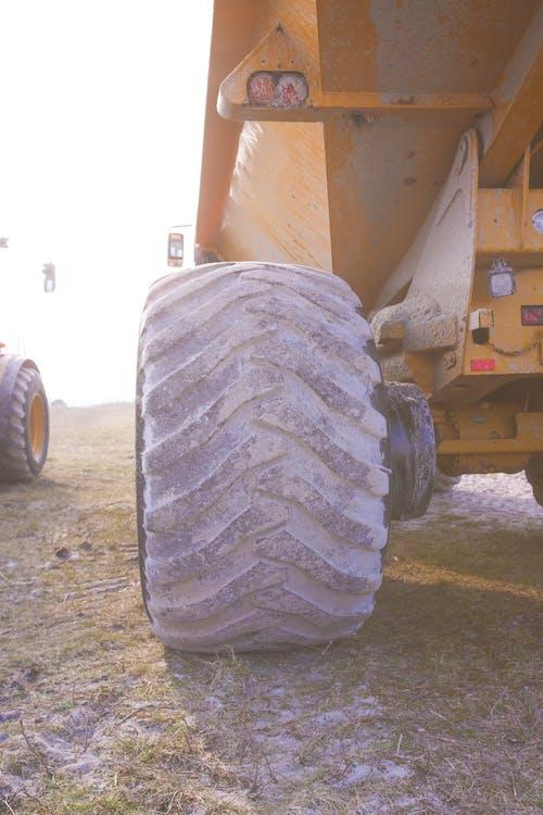 budowa, ciężarówka, duże koło