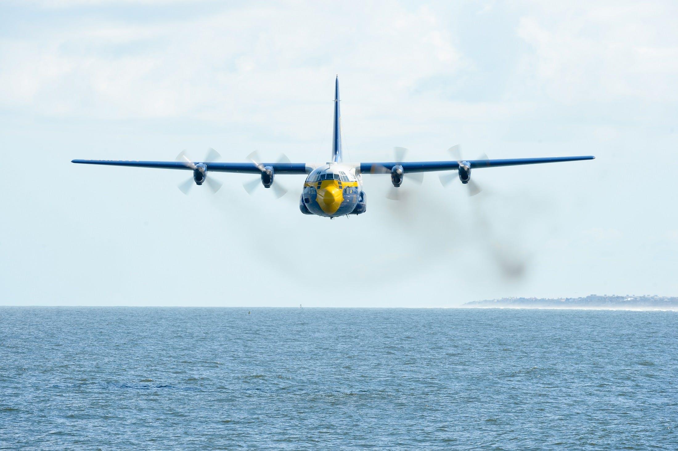 Foto profissional grátis de aeronáutica, aeronave, água, hélices