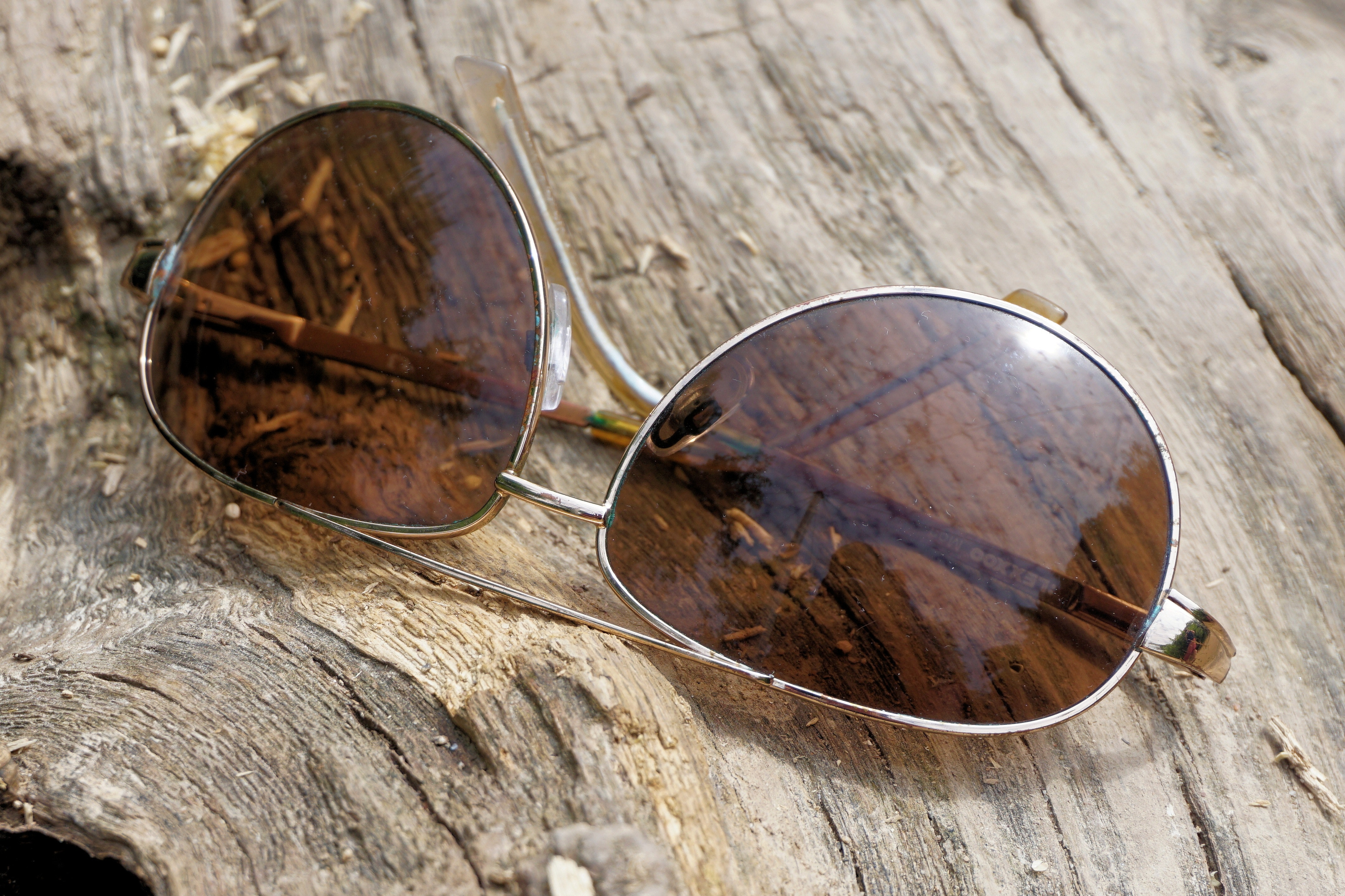 e7ecd4dac8 Silver Aviator Sunglasses on Top of Wooden Surface · Free Stock Photo