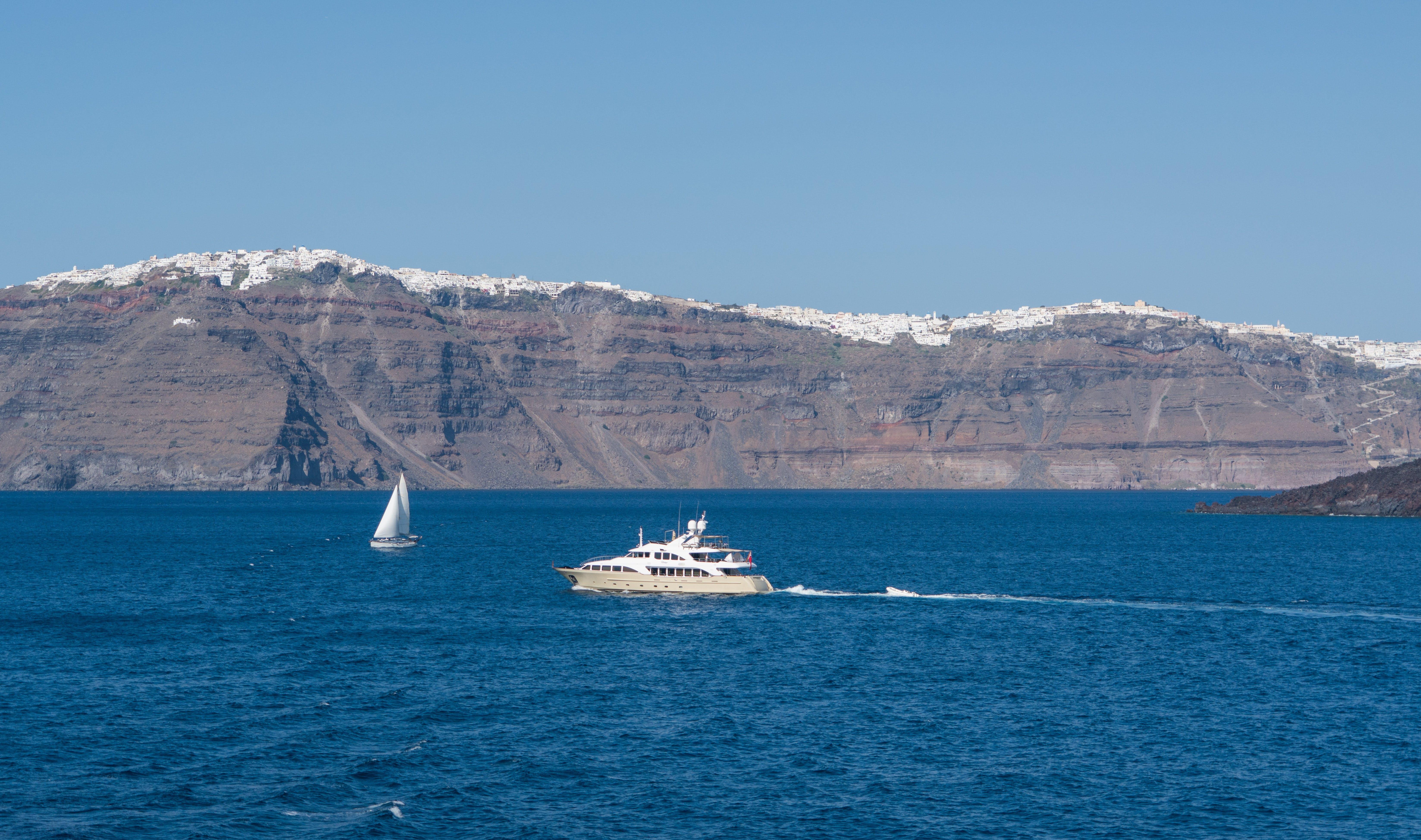 Kostnadsfri bild av båtar, berg, fartyg, hav