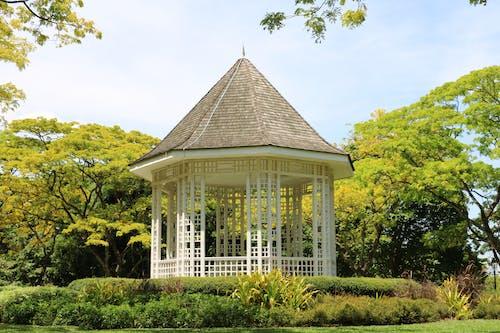 Ilmainen kuvapankkikuva tunnisteilla arkkitehtuuri, huvimaja, kasvit, nurmikko