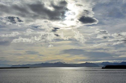 Fotobanka sbezplatnými fotkami na tému hory, krajina pri mori, malebný, more