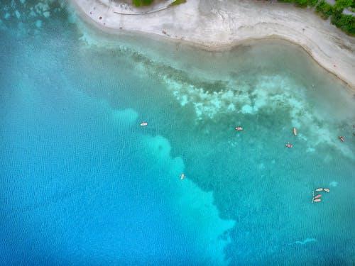 Foto d'estoc gratuïta de barques, embarcació d'aigua, foto des d'un dron, fotografia aèria