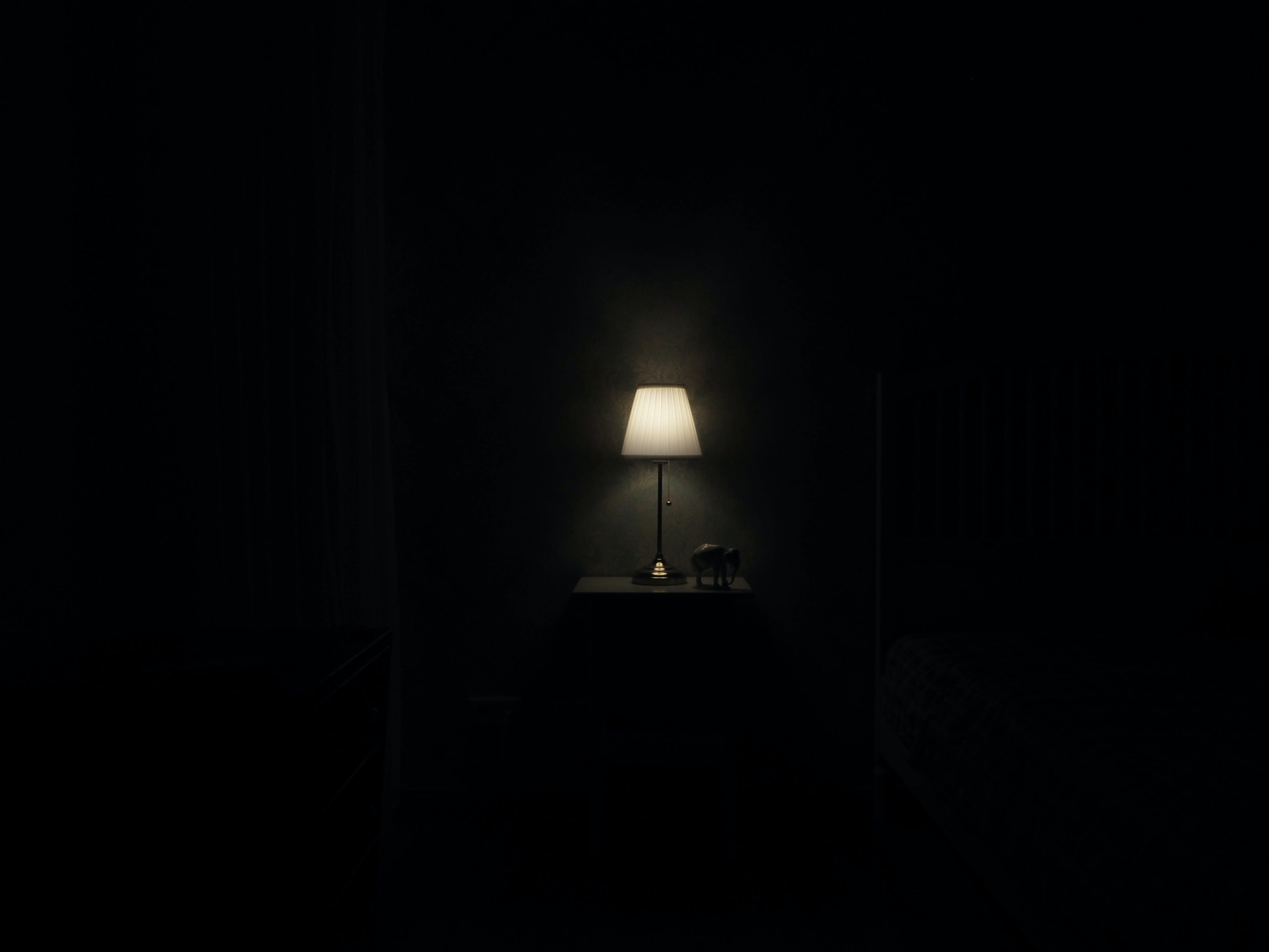beleuchtet, drinnen, dunkel