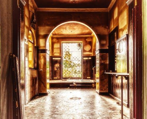 คลังภาพถ่ายฟรี ของ ข้างใน, ซุ้มประตู, ตอนกลางวัน, ถูกทอดทิ้ง