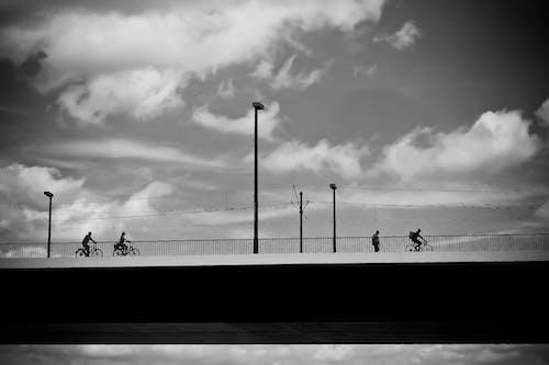 Gratis arkivbilde med arkitektur, bro, himmel, skyer