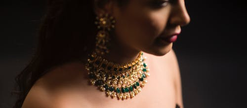 Free stock photo of diamond necklace, gold, green, jewellery