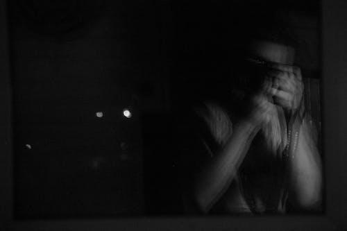 Foto d'estoc gratuïta de blanc i negre, foto vertical