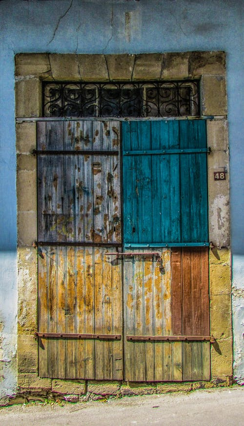 Gratis arkivbilde med bygning, dør, rusten, rustikk