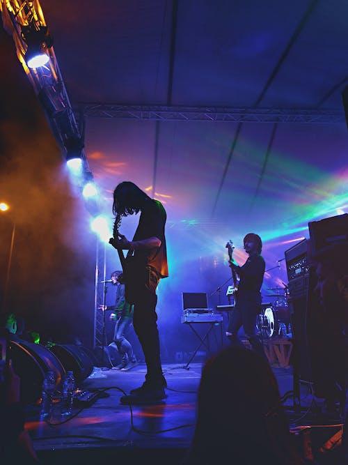 Foto d'estoc gratuïta de actuació, banda, cantant, concert