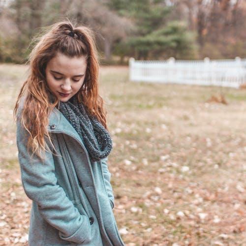 Fotos de stock gratuitas de bufanda, desgaste, Moda, mujer