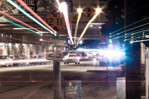 Immagine gratuita di doppia esposizione, fasci di luce, lunga esposizione, otturatore lento