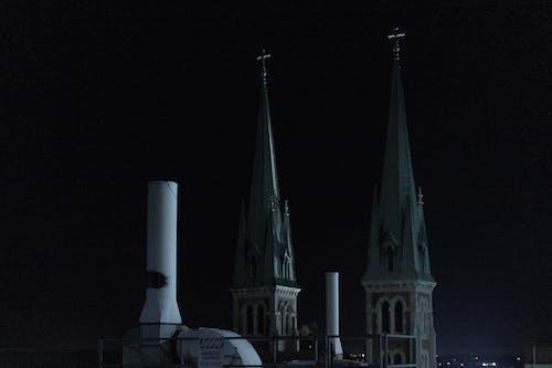baca, çan kulesi, çarpı, gece içeren Ücretsiz stok fotoğraf