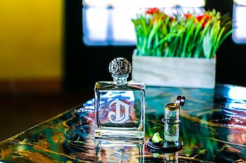 Fotos de stock gratuitas de adentro, artículos de cristal, botella, colores