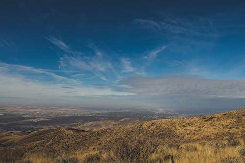 Ilmainen kuvapankkikuva tunnisteilla lintuperspektiivi, päivänvalo, taivas, vuori