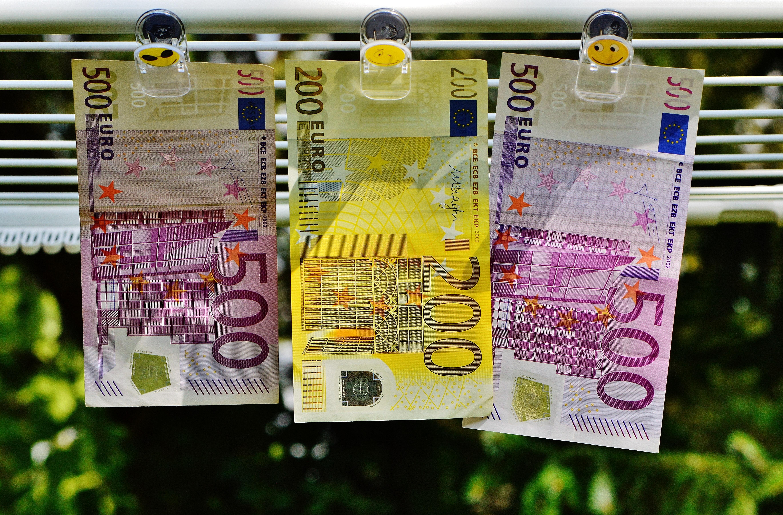 200 euro between 500 euro 183 free stock photo