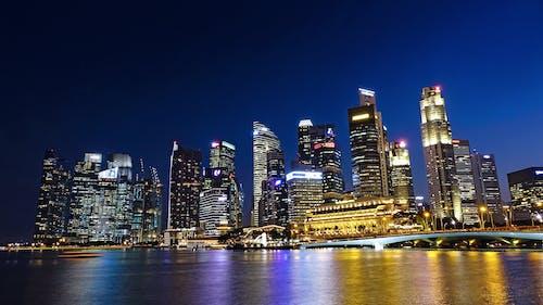 binalar, gece, gökdelen, ışıklar içeren Ücretsiz stok fotoğraf
