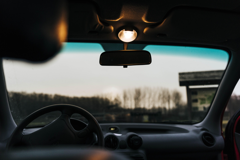 Kostenloses Stock Foto zu abend, autoinnenraum, blurr, feld