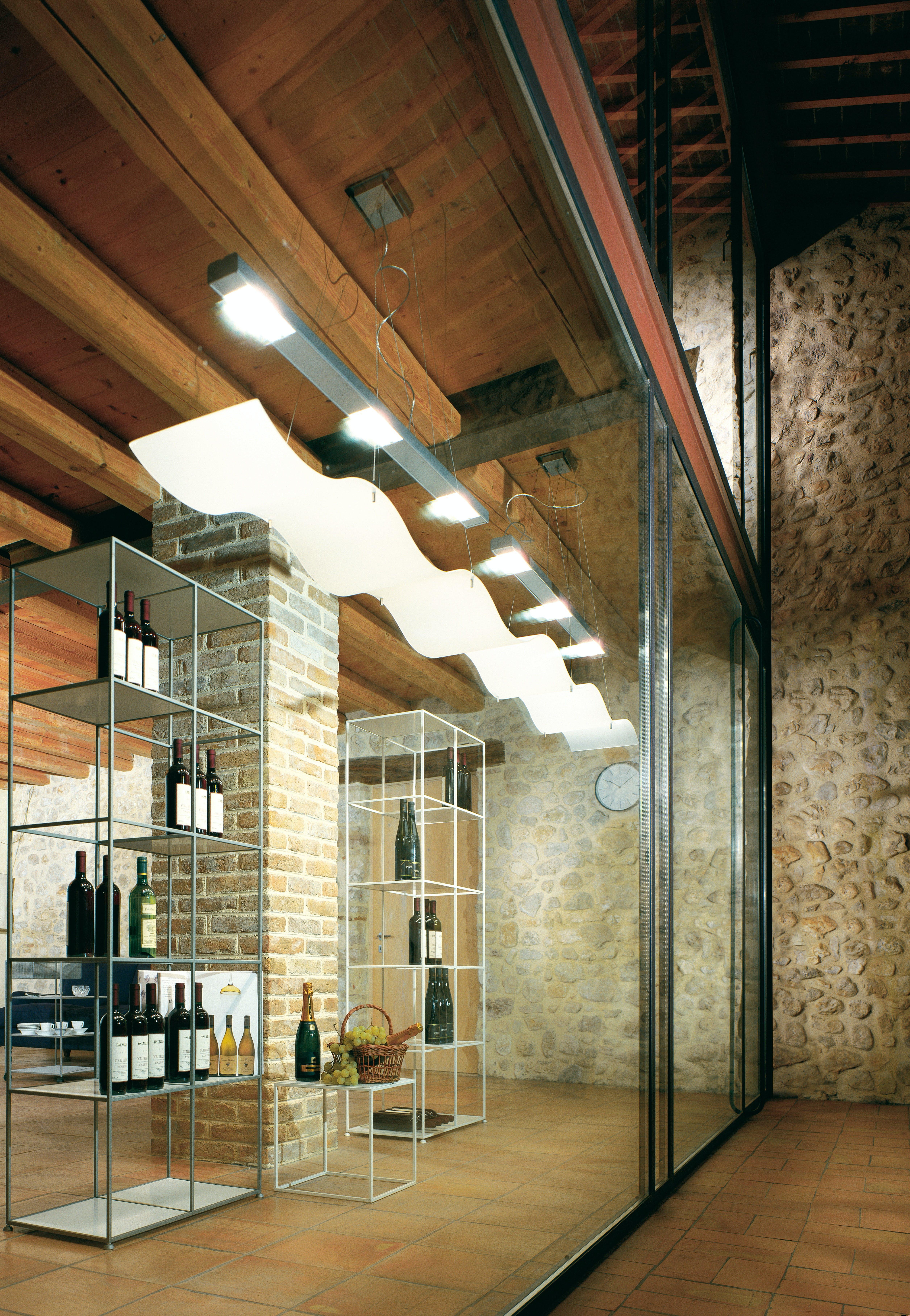 Kostenloses Stock Foto zu architektur, decke, drinnen, flaschen