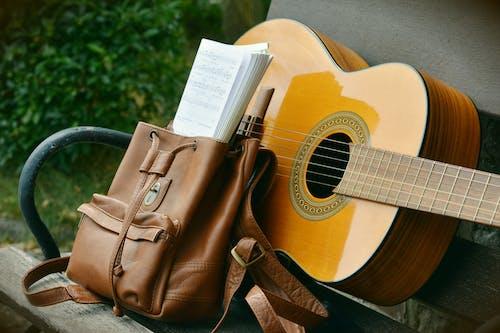 Immagine gratuita di chitarra, legno, musica, panchina