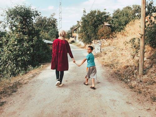 Základová fotografie zdarma na téma chlapec, chůze, dítě, lidé