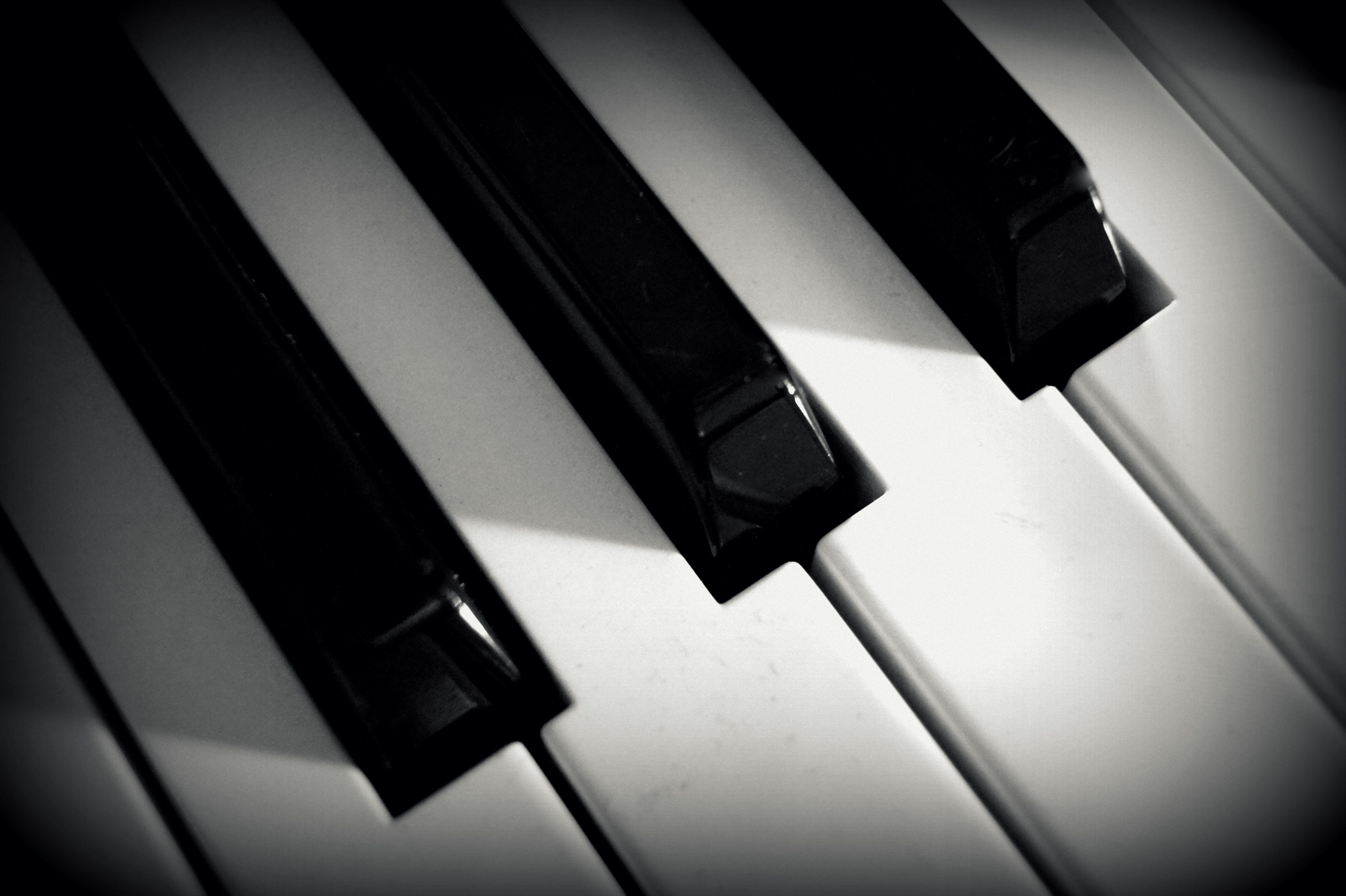 Foto d'estoc gratuïta de blanc i negre, claus, instrument musical, piano