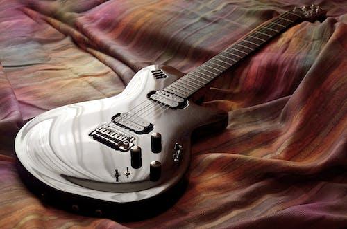 Základová fotografie zdarma na téma elektrická kytara, hudební nástroj, kytara, strunný nástroj