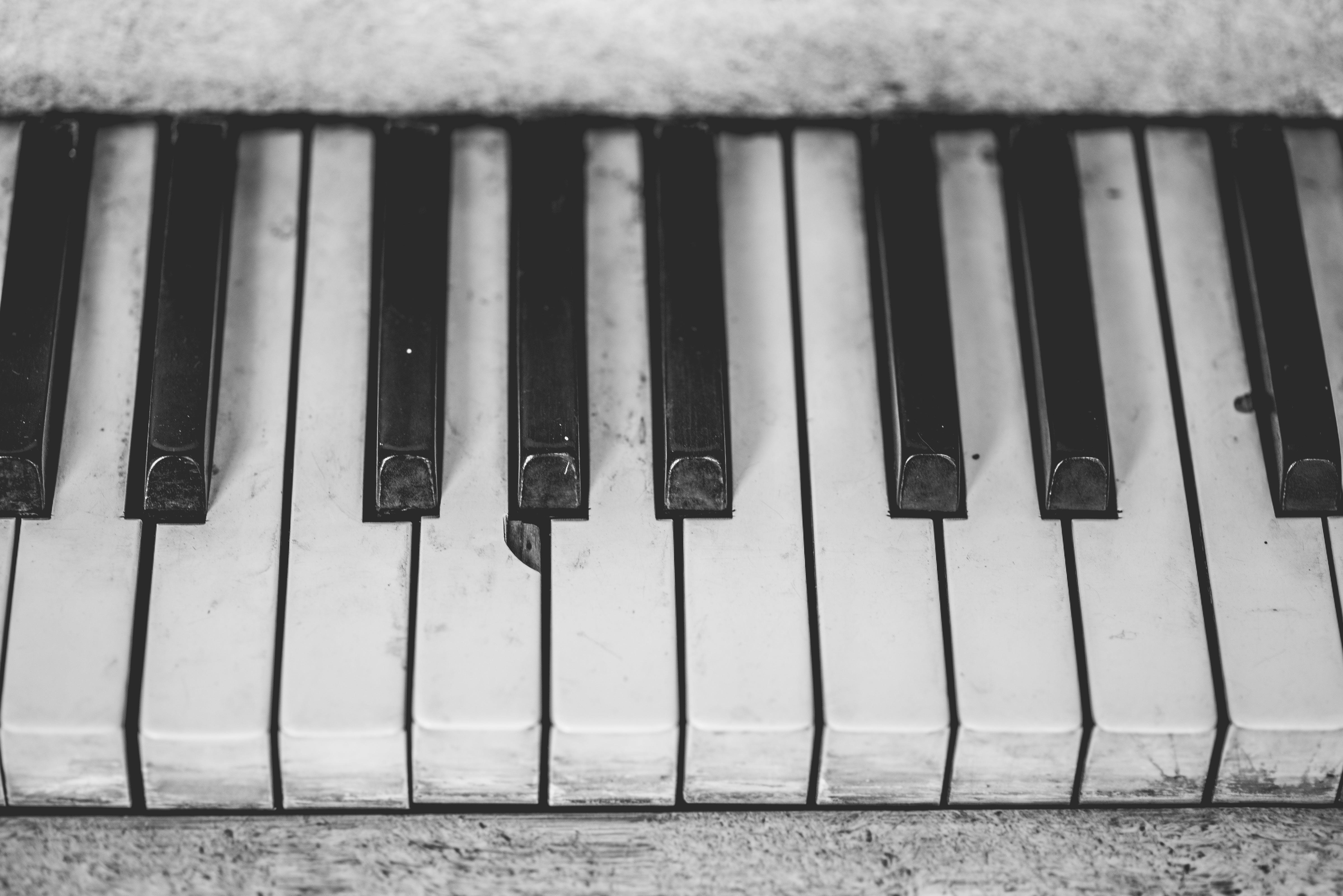 grayscale piano keys  u00b7 free stock photo