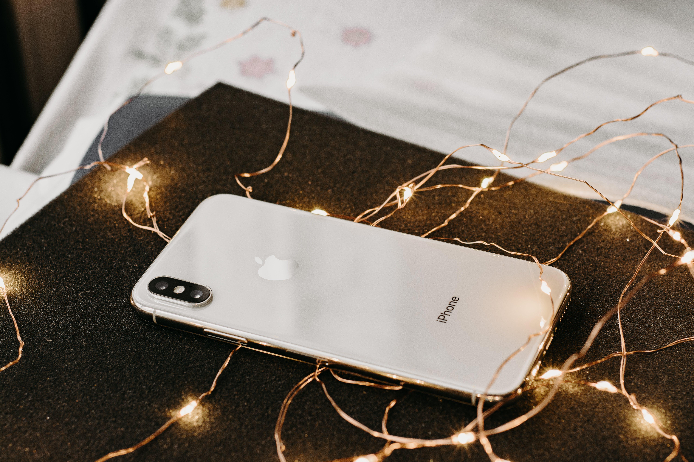 akıllı telefon, ampul dizisi, aygıt, elektronik içeren Ücretsiz stok fotoğraf