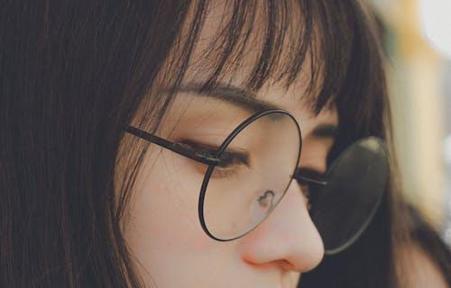Gratis arkivbilde med asiatisk jente, asiatisk person, briller, fokus