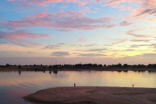 Δωρεάν στοκ φωτογραφιών με άμμος, Άνθρωποι, αντανακλάσεις, απόγευμα