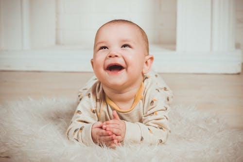 Foto d'estoc gratuïta de adorable, bebè, infant, joia