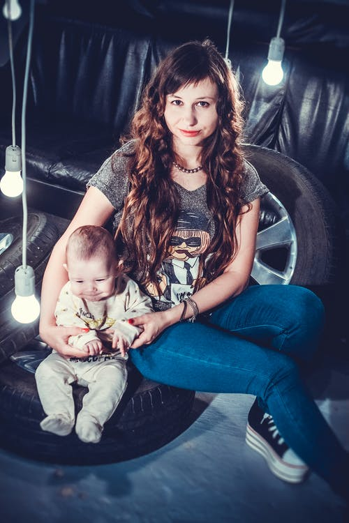 Foto profissional grátis de bebê, criança, desgaste, mulher