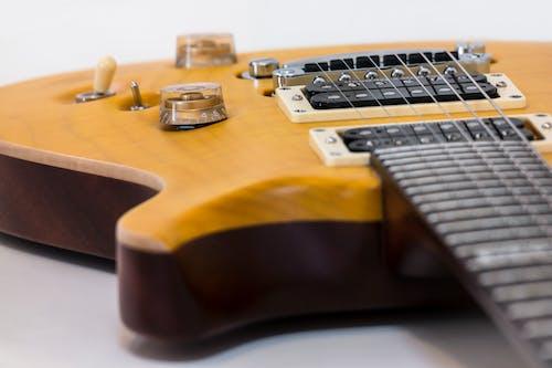 Immagine gratuita di chitarra, chitarra elettrica, corde della chitarra, legno