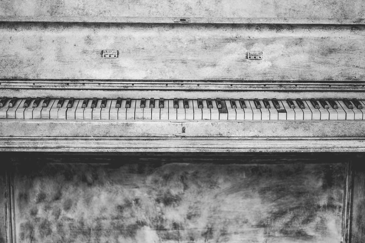 Black and Grey Upright Piano Sketch · Free Stock Photo