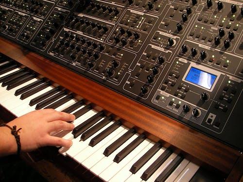 kaydetmek, klavye, müzik, müzik aleti içeren Ücretsiz stok fotoğraf