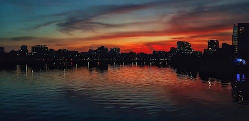alaca karanlık, dramatik gökyüzü, Kent içeren Ücretsiz stok fotoğraf