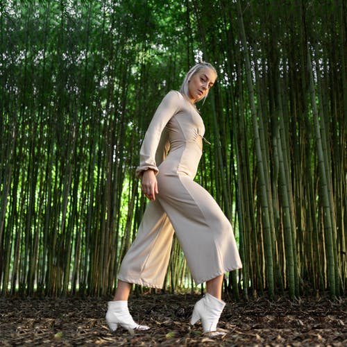 Immagine gratuita di donna, fogliame, moda, modello