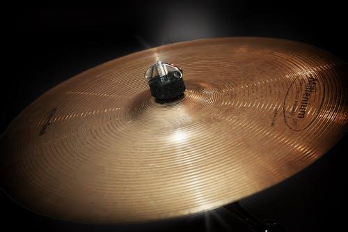 Gratis arkivbilde med cymbaler, gull, lyd, musiker
