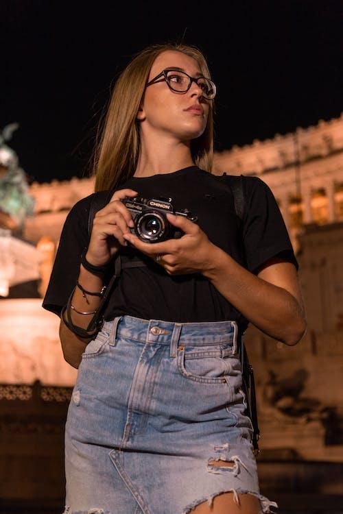 低角度拍攝, 女人, 性感的, 拍照片 的 免費圖庫相片