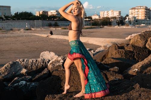 女人, 女士, 女孩, 岩石 的 免費圖庫相片
